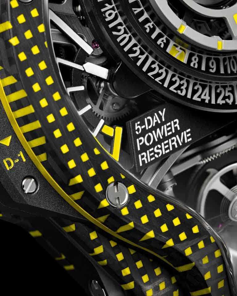 HUBLOT「MP-09」雙軸陀飛輪3D彩色碳纖維腕錶,長達5日的動力儲存顯示,置於9點鐘位置。(圖╱HUBLOT提供)