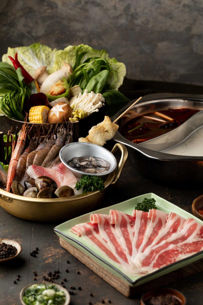 鮮蝦海陸雙拼(安格斯牛胸腹肉$628)(圖/業者提供)