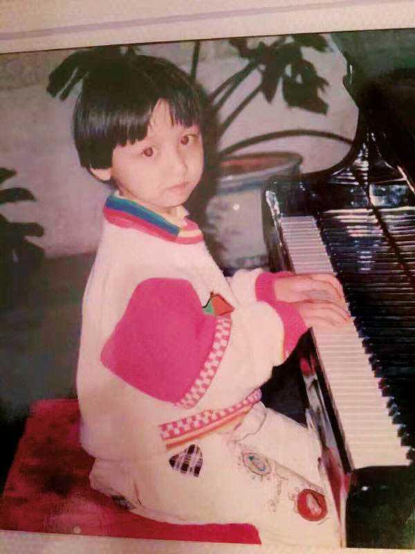 從小就很喜歡彈彈唱唱的王笑雪,開玩笑說鋼琴是她第一個好朋友。(圖/聚星文創提供)