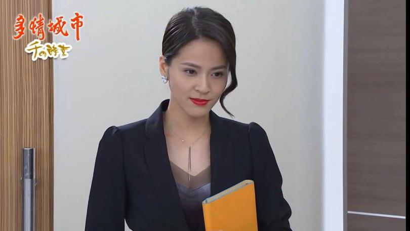 蘇晏霈劇中上演大老婆的反擊,造型也跟著變俐落。
