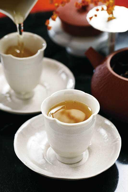 對於初次來的客人,侍茶師推薦東方美人茶,喝起來甘潤爽口,帶有濃郁蜜香。(400元)(圖/于魯光)