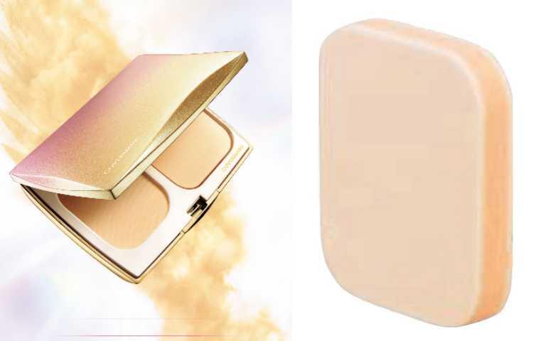 為了確保上妝時有足夠服貼度,(右)法式千層派海綿特別採用三層構造,外層細密孔細使上妝均勻,內層提供上妝海綿適當的彈力,讓粉底更為服貼。COVERMARK羽紗恆霧粉底,共9色粉蕊/1,450元;專用粉盒(附帶法式千層派海綿)/500元。(圖/品牌提供)
