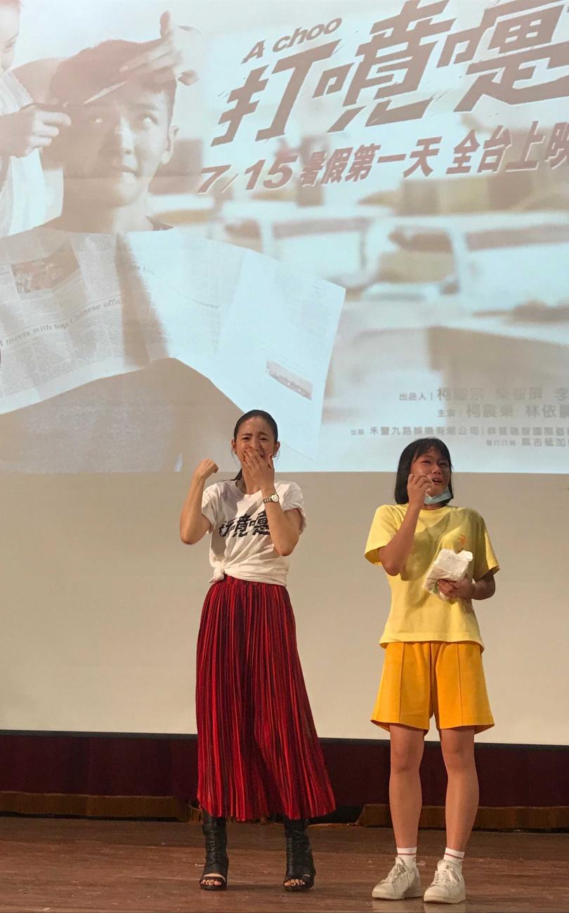 林依晨帶著電影《打噴嚏》走入校園與景美女中同學相見歡,有學生一路從電影結束前哭到台上。(圖/傳影互動提供)