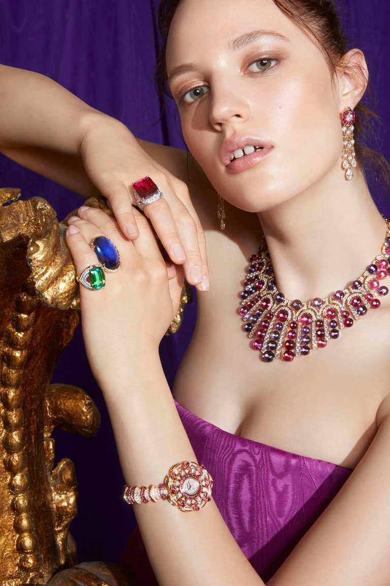 (由上至下)BVLGARI「BAROCKO系列」頂級珠寶,Ruby Drapery頂級紅寶石與鑽石戒指、Cabochon Exhuberance頂級坦桑石與鑽石戒指、頂級祖母綠與鑽石戒指。(圖╱BVLGARI提供)