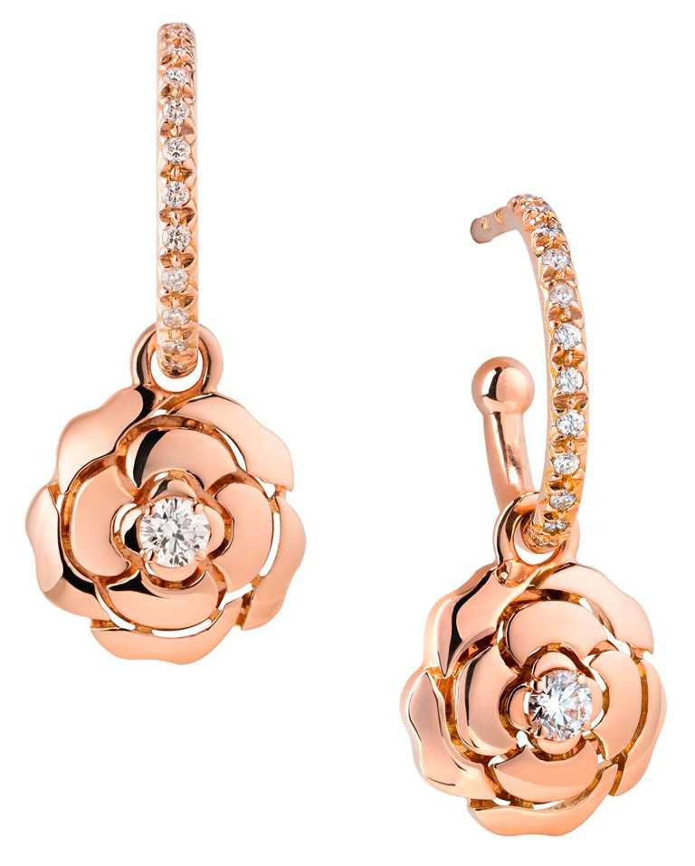 CHANEL「Bouton de Camélia」18K粉紅金鑽石耳環╱169,000元。(圖╱CHANEL提供)