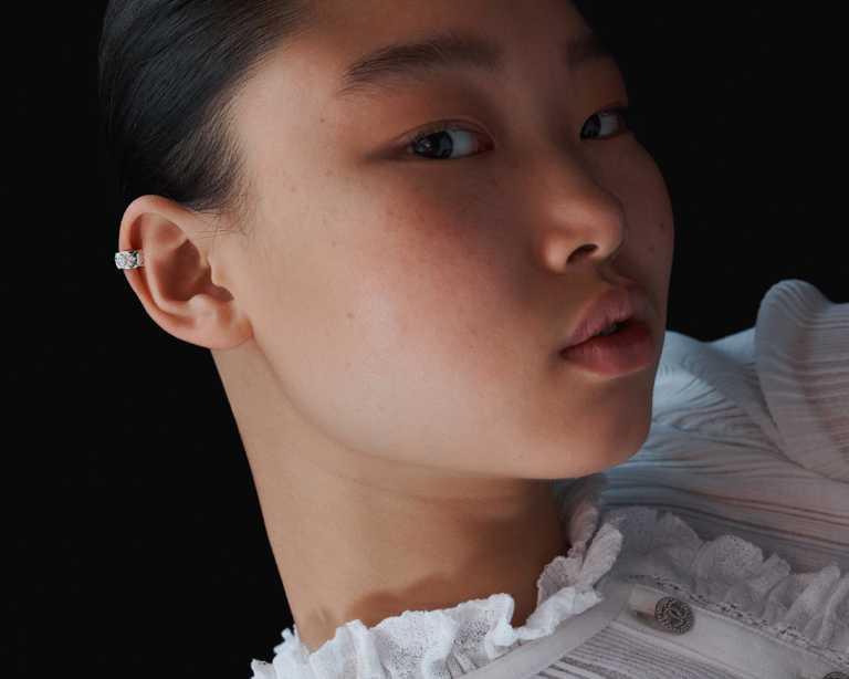 CHANEL「Coco Crush」18K白金鑽石耳環╱174,000元。(圖╱CHANEL提供)
