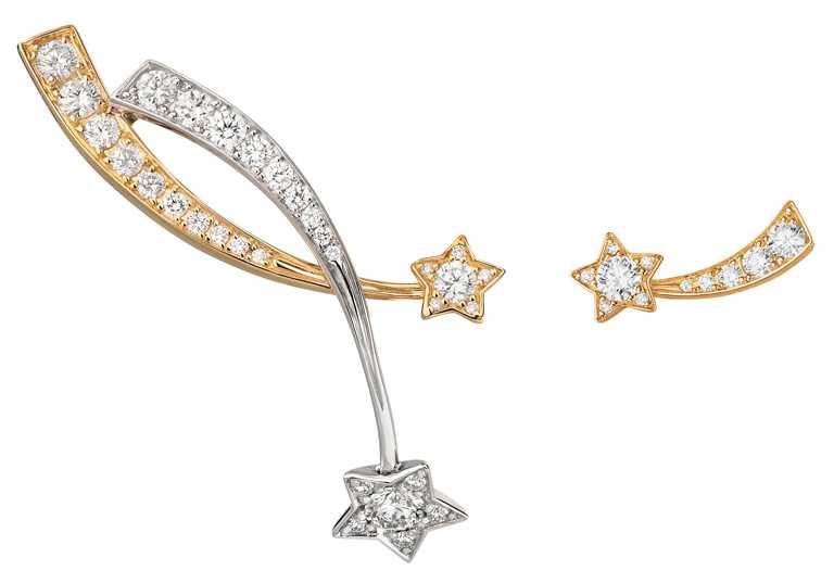 CHANEL「Comète」18K黃金及白金鑽石不對稱耳環╱302,000元。(圖╱CHANEL提供)