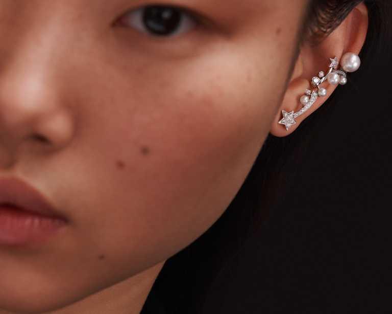 CHANEL「Comète」18K白金珍珠鑽石單邊耳環╱300,000元。(圖╱CHANEL提供)
