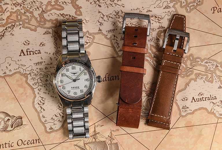 LONGINES「Spirit先行者」系列大三針含日期顯示腕錶「Prestige」高階套裝版╱42mm,磨砂霧銀面盤款,含3條可互換系統錶鍊、錶帶╱93,400元。