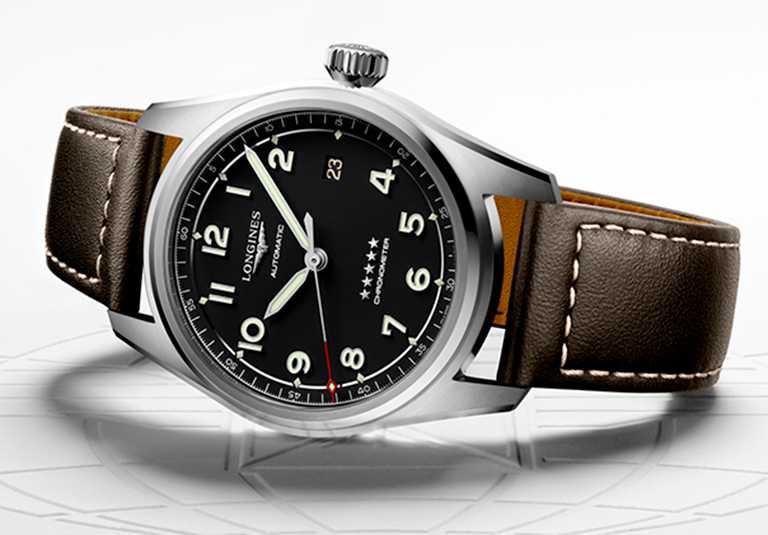 LONGINES「Spirit先行者」系列大三針含日期顯示腕錶,不鏽鋼錶殼,深棕色皮革錶帶,啞光黑錶盤,L888.4型自動上鏈機芯,40mm╱69,200元。(圖╱LONGINES提供)