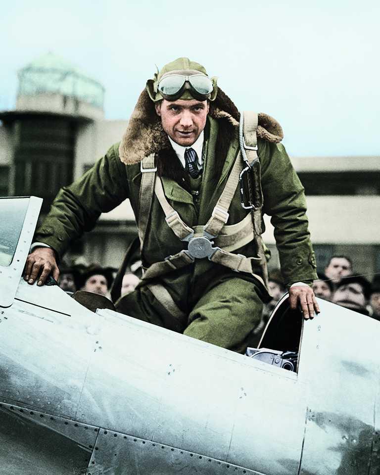 知名飛行員暨企業家霍華休斯(Howard Hughes),是LONGINES擁有專利的Sidérograph機上天文導航裝置使用者。(圖╱LONGINES提供)