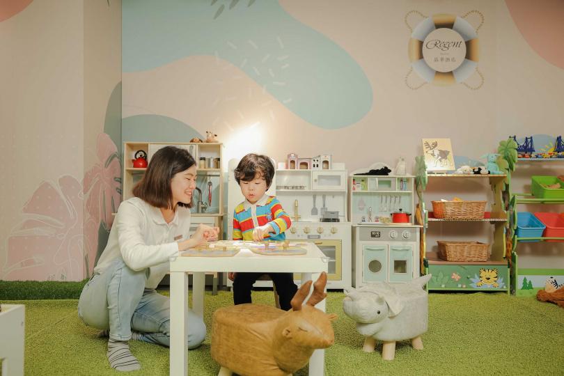 主題遊戲室提供各式動靜皆宜的玩具,並定時消毒保障衛生安全(圖/台北晶華酒店提供)