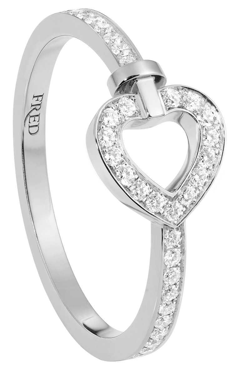 FRED「Pretty Woman」系列,白金全鋪鑽迷你款戒指╱78,800元。(圖╱FRED提供)