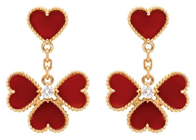 Van Cleef & Arpels「Sweet Alhambra」系列,Effeuillage玫瑰金紅玉髓鑽石耳環╱220,000元。(圖╱Van Cleef & Arpels提供)