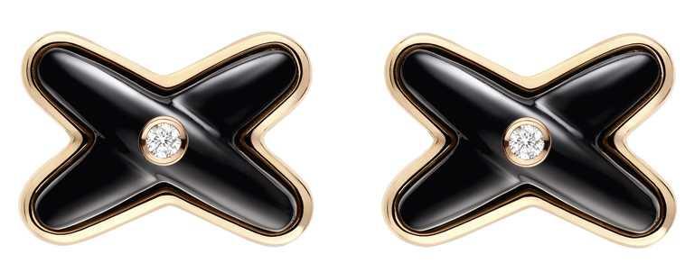 (左)CHAUMET「Jeux de Liens」系列,玫瑰金黑瑪瑙鑽石耳環╱單只33,200元。(圖╱CHAUMET提供)