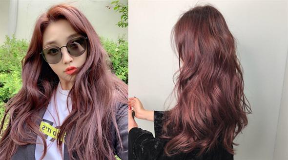 今夏最流行髮色「粉珊瑚色」,韓妞們紛紛搶著跟上這波粉珊瑚潮!(圖片來源:IG@__zoooni、@b_bangg_)