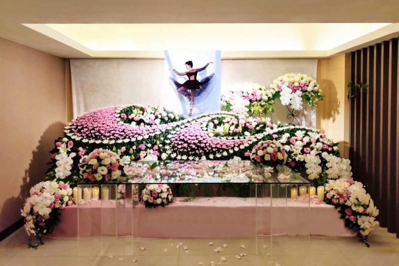 劉真靈堂25日下午開放弔唁。(圖/容易文創提供)