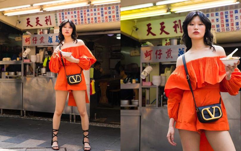 VALENTINO Micro-Faille Playsuit 連身褲/約93,300元、SpuerVee Calfskin Crossbody 斜肩包/約69,000元(圖/戴世平攝)