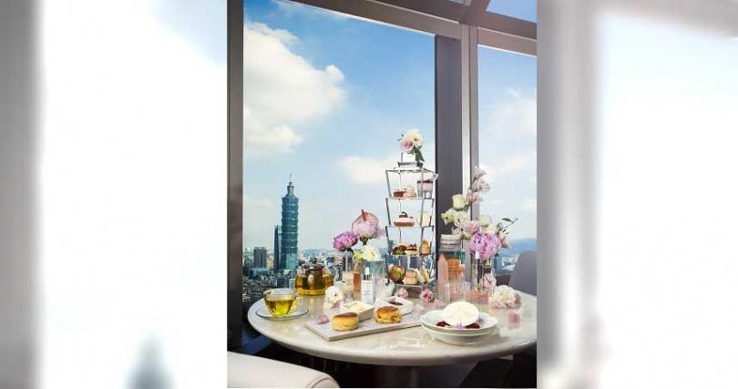 品味奢華精品跨界聯名的「鑽石級週末午茶約會」下午茶,還能獲贈限量精美小禮。(圖片提供/香格里拉台北遠東飯店)
