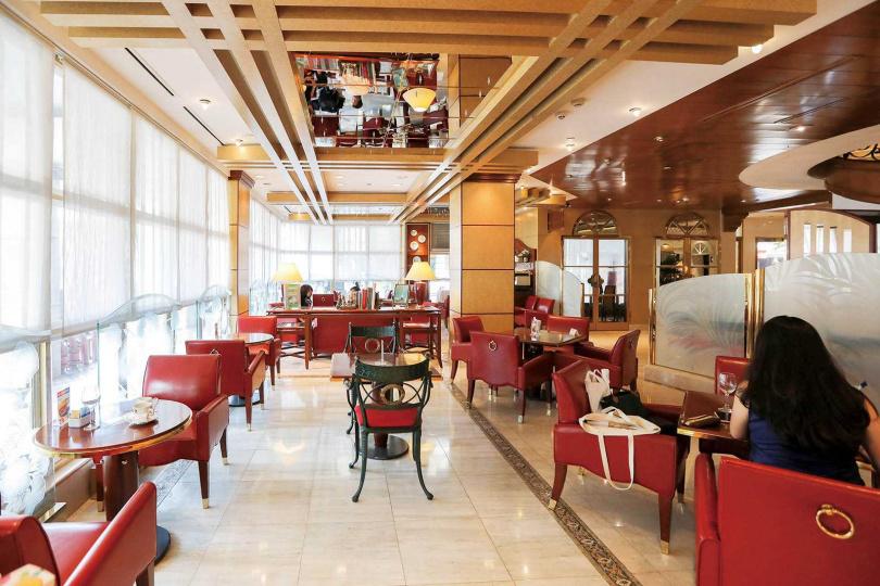 「歐麗蛋糕坊」取名靈感來自法語「Oeillet」(康乃馨),空間以南法風格打造,典雅又舒適。(圖/林士傑攝)