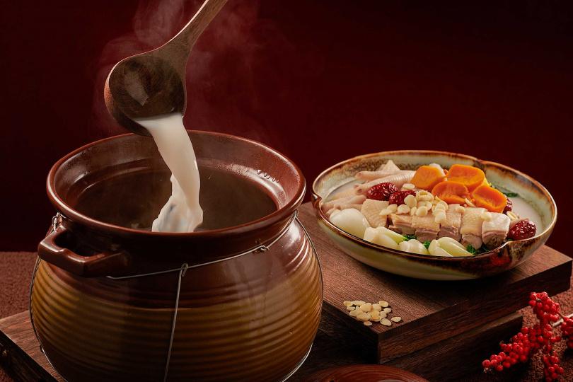 杏汁白菜煲螺頭。(圖/台南大皇冠假日酒店提供)