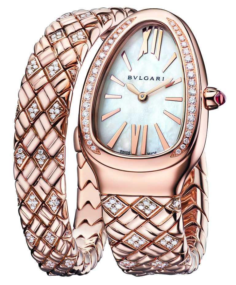 BVLGARI「Serpenti Spiga」系列,玫瑰金半鑽腕錶,35mm,玫瑰金錶殼,白色珍珠母貝錶盤,鑽石281顆╱1,435,000元。(圖╱BVLGARI提供)