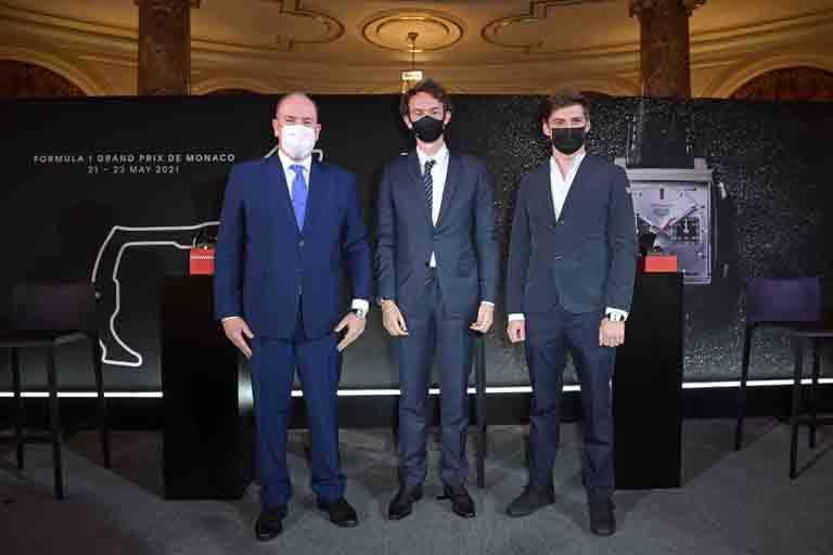 (由左至右)摩納哥親王阿爾貝二世、泰格豪雅執行長Frédéric Arnault、泰格豪雅品牌大使馬克斯‧維斯塔潘(Max Verstappen),共同為第78屆「Monaco Grand Prix一級方程式摩納哥大獎賽」揭幕。(圖╱TAG HEUER提供)