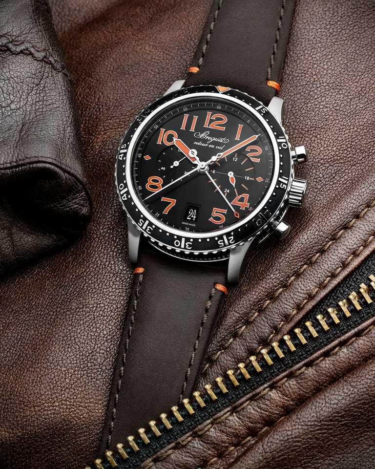 BREGUET「Type XXI 381」計時腕錶(橘色時標版),42mm,鈦金屬錶殼,584Q/A型具飛返功能自動上鏈機芯,限量250只╱479,000元。(圖╱BREGUET提供)