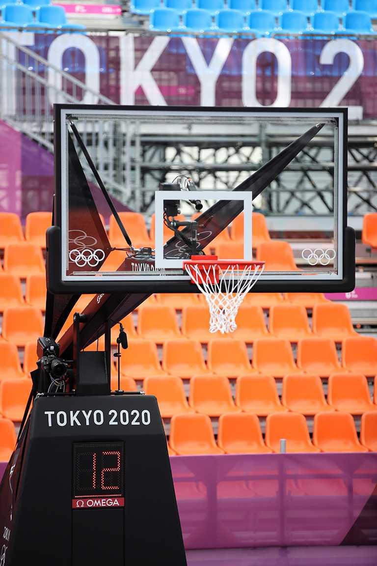 OMEGA自動倒數計時籃板。(圖╱OMEGA提供)