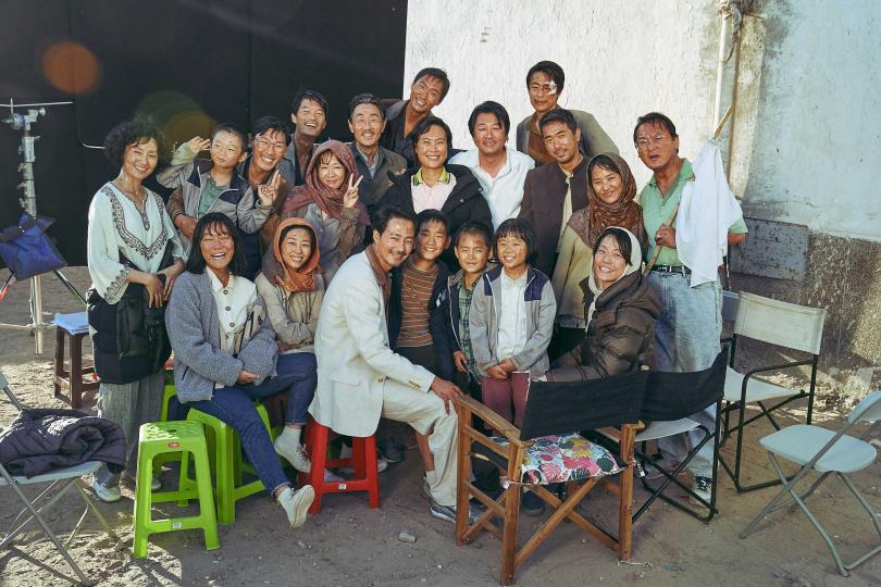 趙寅成和劇組一起生活了四個月,大夥一起吃飯、聊天,讓回想到了高中時期。(圖/車庫娛樂提供)