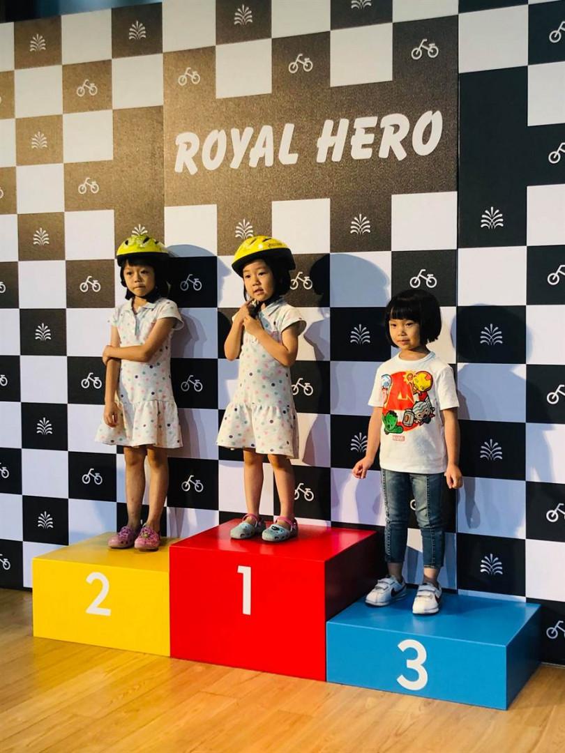 完成競賽的前三名小朋友還能拿到精美好禮。