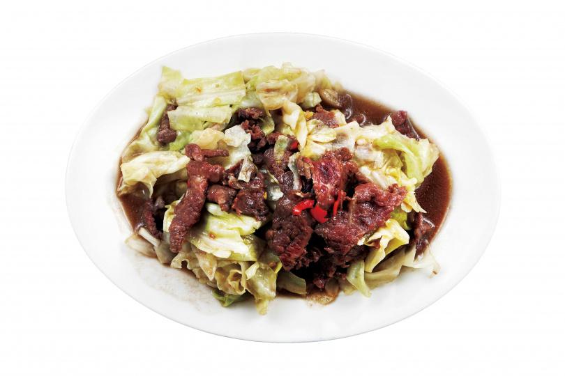 只留青菜葉的「青菜牛肉」,葉脆肉軟嫩,火候足。(100元)(圖/于魯光攝)