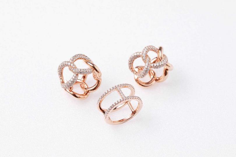 APM Monaco 粉金色純銀鎖鍊耳環/7,800元(上);雙圈鑲石戒指/2,800元(下)(圖/戴世平攝)
