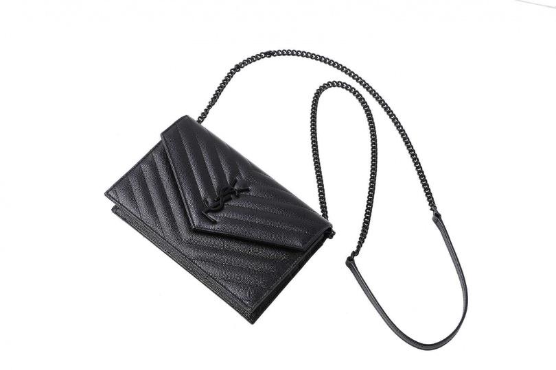 SAINT LAURENT黑色肩背包/40,000元(圖/戴世平攝)
