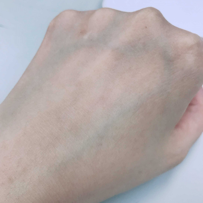 擦完立馬展現粉霧的好皮膚。 (圖/黃筱婷攝影)