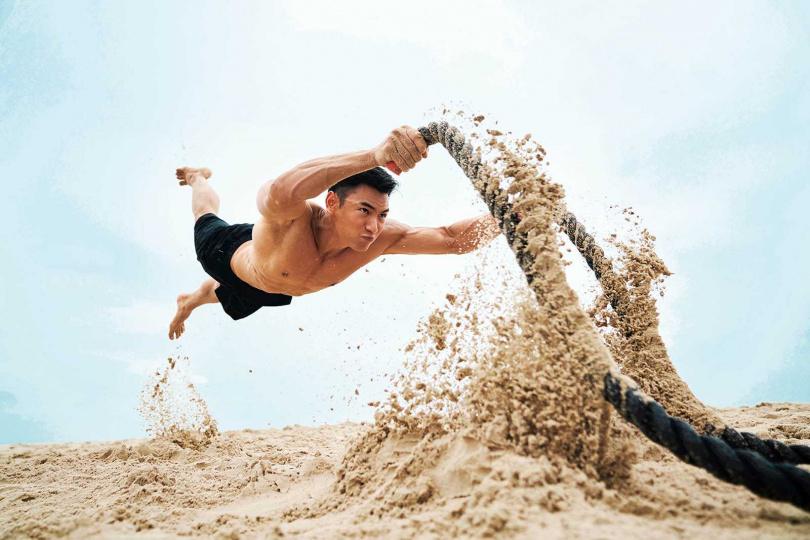 建立運動習慣後,陸羿練出一身精壯肌肉。(圖/傑星傳播提供)