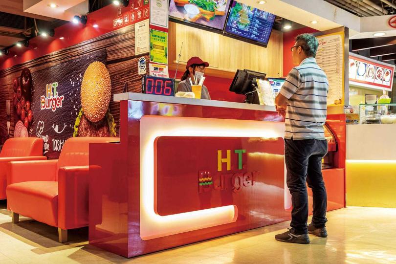 H.T.Burger是全台第一家清真漢堡餐廳,不但講究食材來源,烹調也要遵守新鮮手做的原則。(圖/焦正德攝)