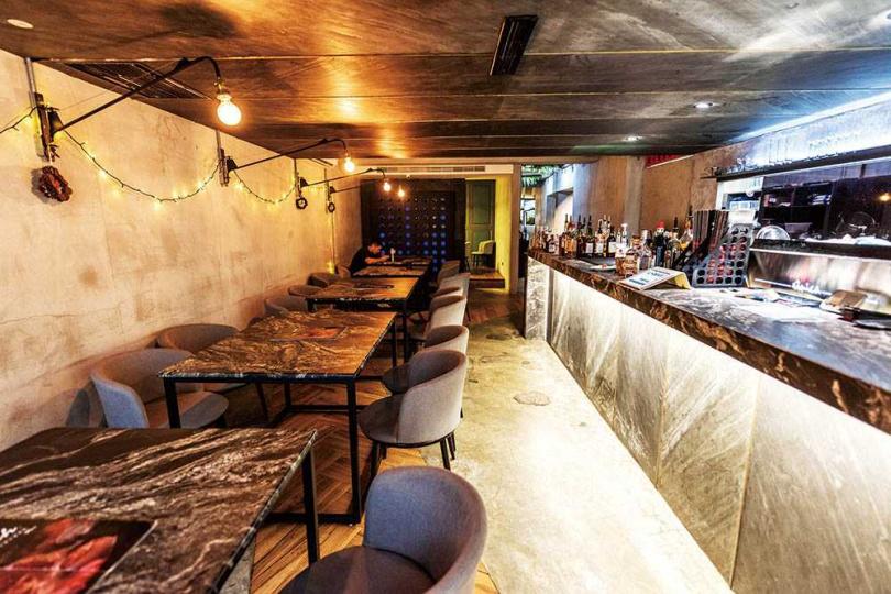用餐空間以大理石元素設計,很有現代感。(圖/張祐銘攝)
