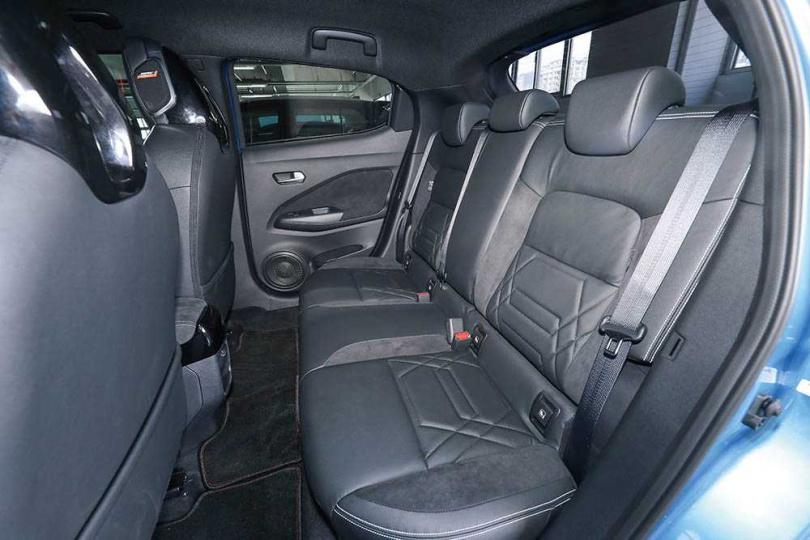 車身尺寸較前一代大,也讓後座空間舒緩不少。(圖/王永泰攝)