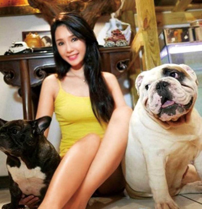 把寵物視為家人的海倫清桃,曾為老布花了30萬元醫藥費。(圖/海倫清桃提供)