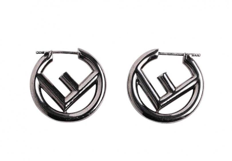 FENDIF IS FENDI耳環約10,000元。(圖/戴世平攝)