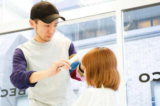 畢竟這段時間只是過渡期,別把髮型剪得太誇張,以免之後連專業髮型師出馬也難補救XD。(圖/翻攝網路)