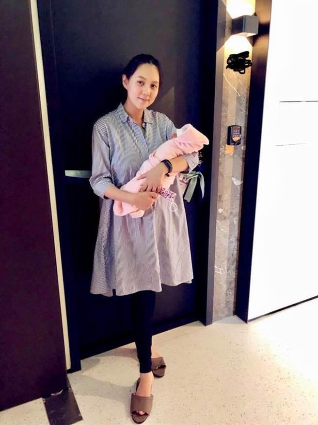 朱芯儀生第3胎,笑說女兒個性很天使非常好帶。(圖/翻攝朱芯儀臉書)