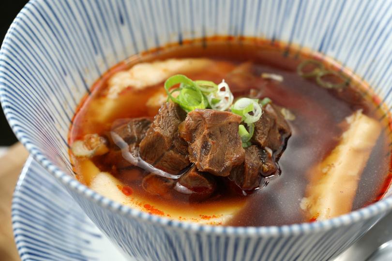 雖然「麻辣牛肉湯豆花」聽起來像甜食,但其實是鹹食。牛腱心Q彈帶有嚼勁,麻辣湯入口清甜,但入喉時又能感受到濃厚的尾韻。(160元)