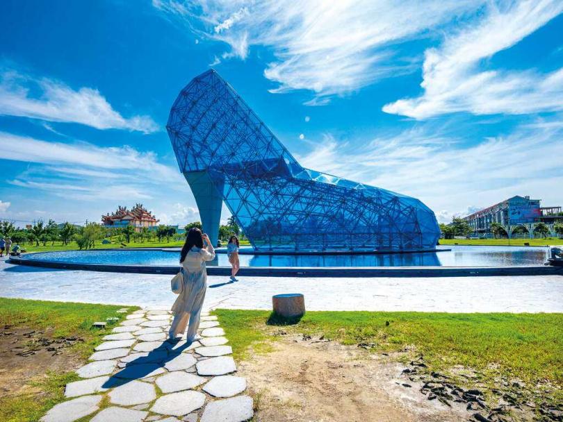 高跟鞋教堂參與AR體驗,可兌換觀日太陽眼鏡。(圖/雲嘉南風管處)
