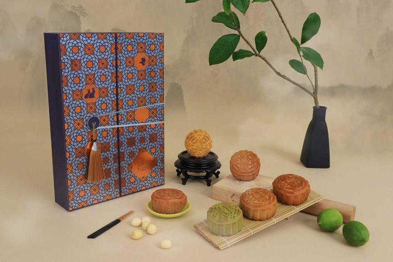 造型低調奢華的「南城月」,極富創意地使用帶有佛手柑香氣的珍珠伯爵奶茶入餡。(圖片提供/台南晶英酒店)
