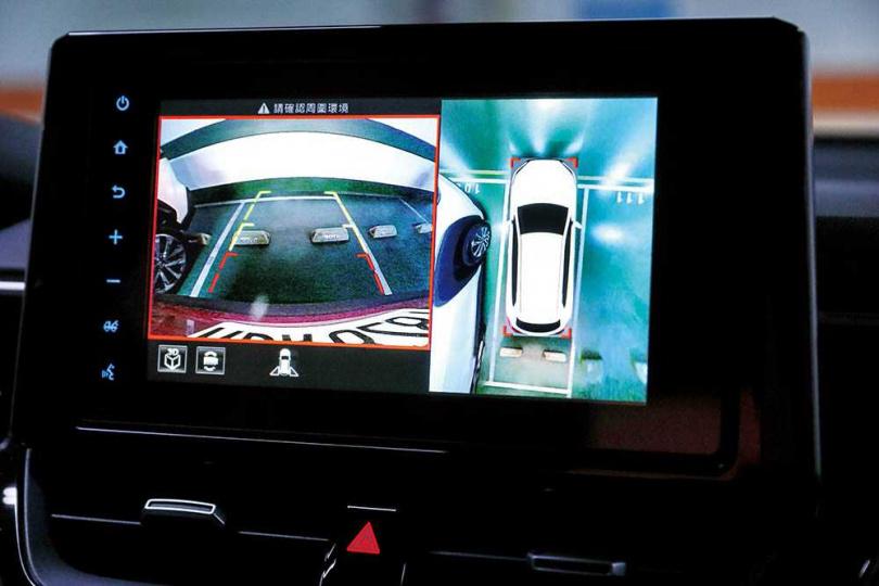 中控面板為8吋觸控螢幕,搭載「Drive+ Connect智聯車載系統」,結合影音、導航及倒車顯示。(圖/馬景平攝)