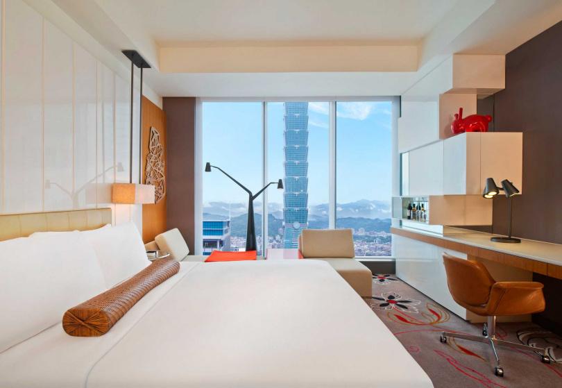 活動期間集滿10張飯店優惠小卡,還有機會抽台北W飯店住宿券。