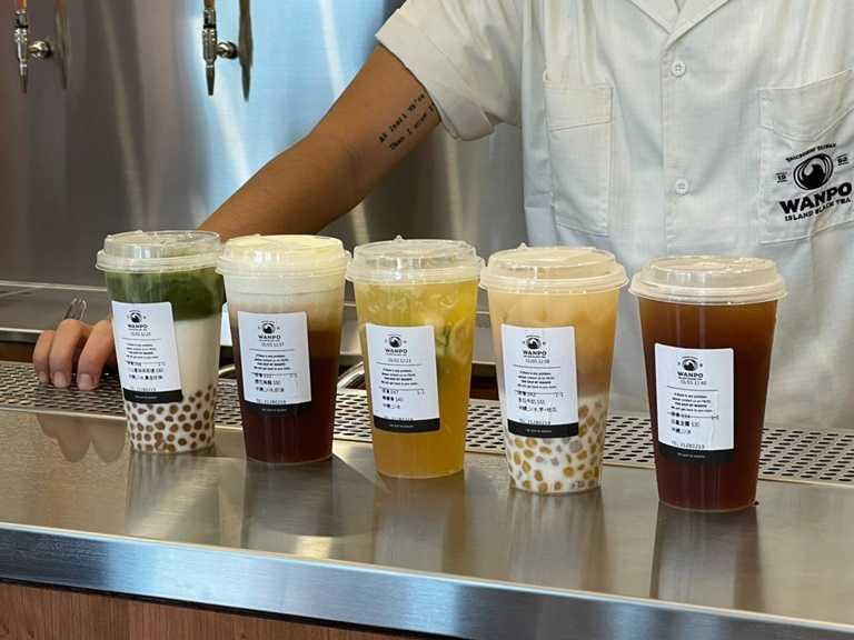 除了豐富的原茶提供消費者做選擇,The Ship by Wanpo 也同樣有奶茶、水果類型的風味茶飲。