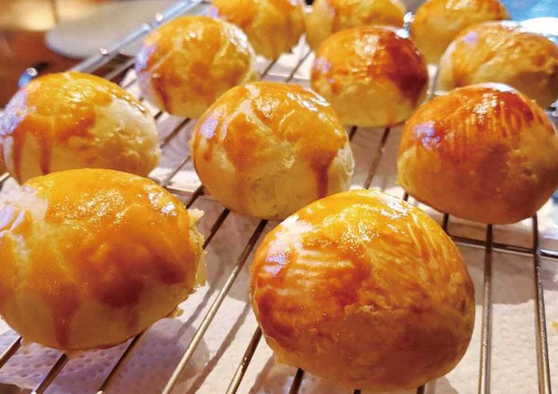 不管是蛋黃酥或各式西點,宋燕旻都是輕而易舉就能完成。(圖/翻攝自宋燕旻臉書)